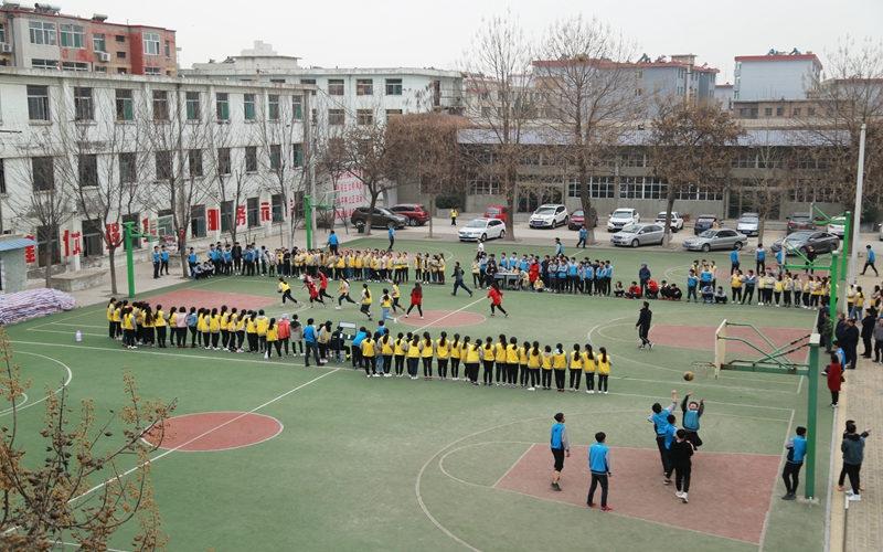 我校春季班级篮球赛开赛